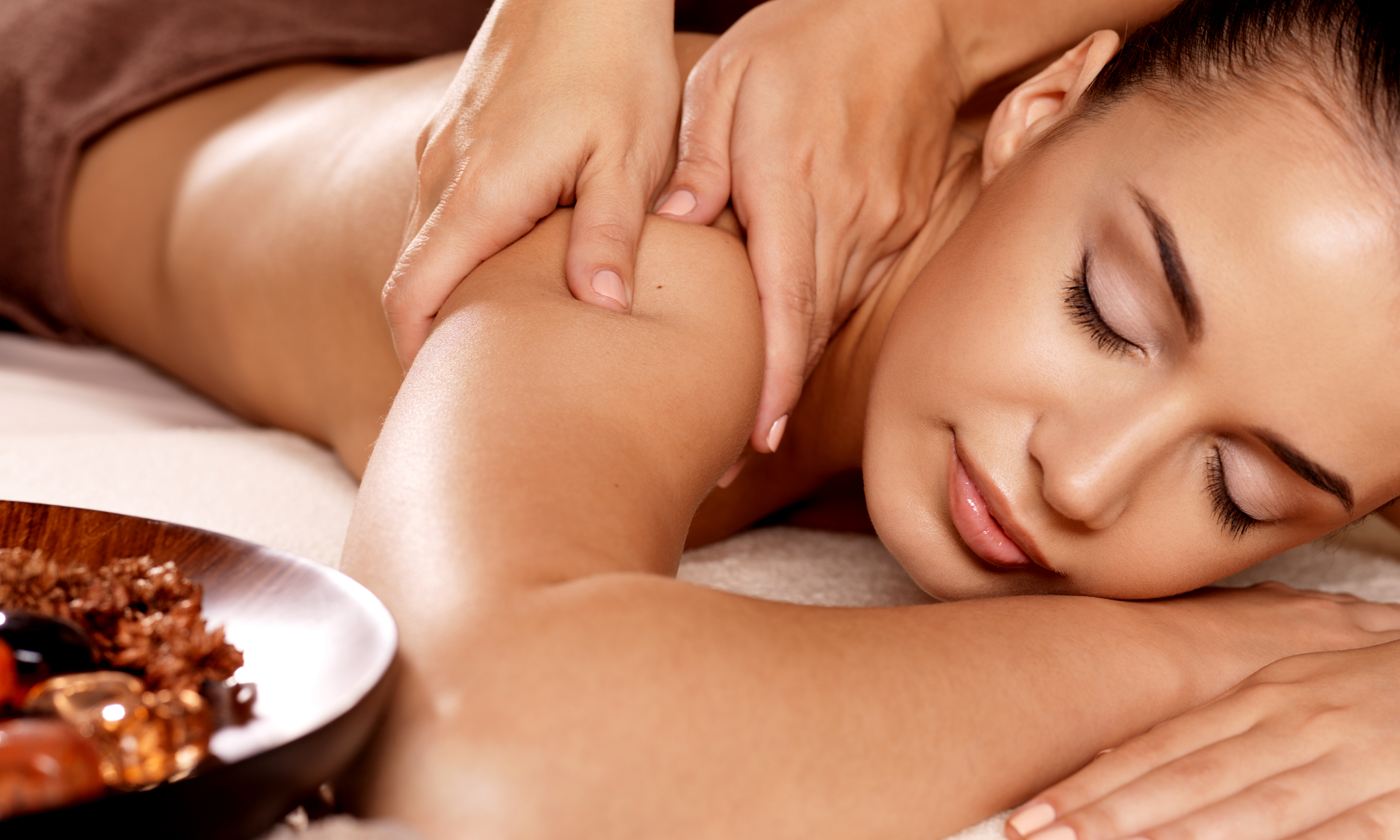 What Are the Top 3 Massage Oils for Body Massage Suggested by Therapists